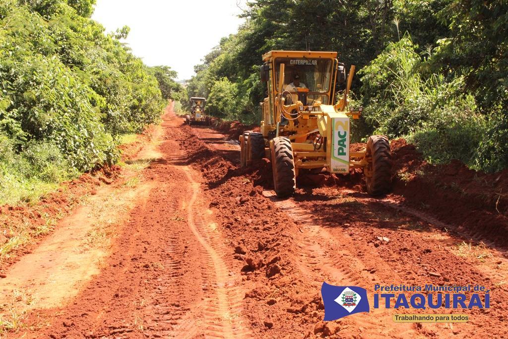 Maquinas na recuperação de estrada vicinal no assentamento santa rosa1