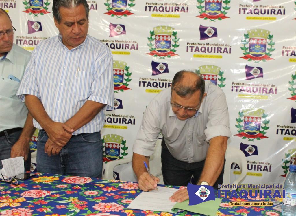 Prefeito de itaquiraí ricardo fávaro neto assina autorização para licitação de 30 mil metros de recapeamento de ruas e avenidas 1024x746