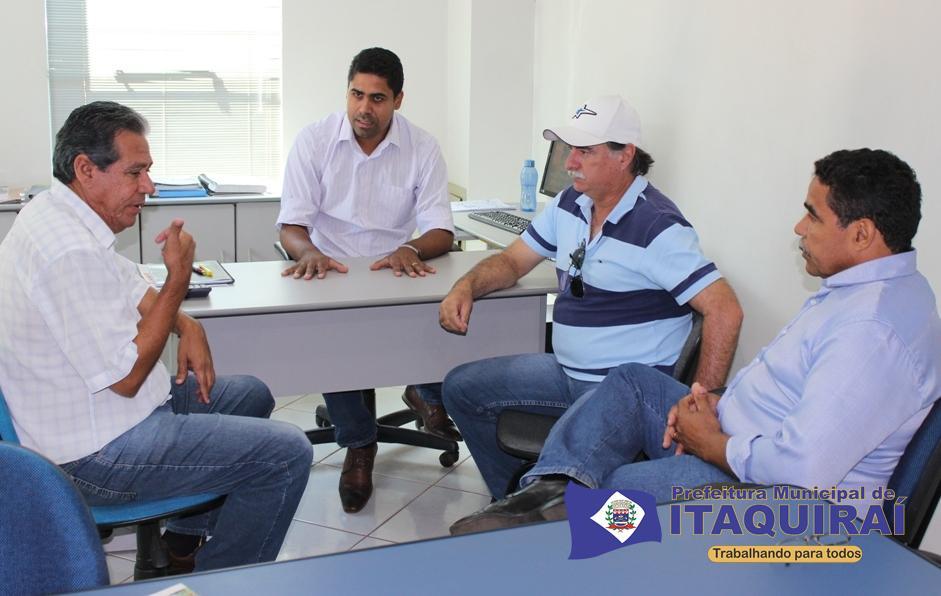 Secretários daniel mamédio e anderson zuza em reunião com o empresário luiz samartano de boné e o vereador zuza2