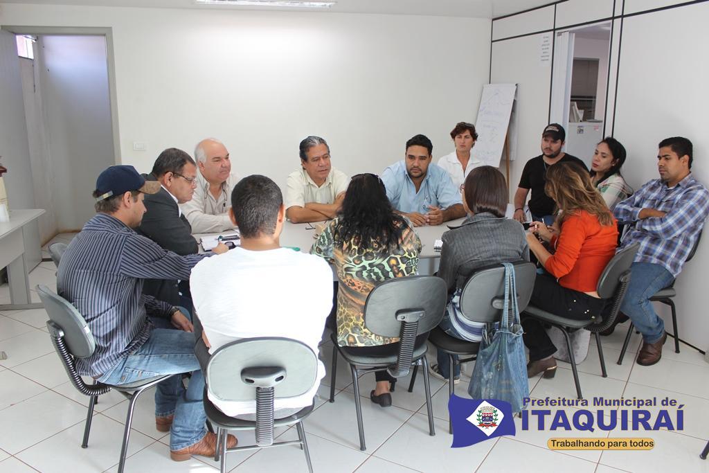 Lideranças de itaquiraí durante reunião acertam todos os detalhes da festa de comemoração dos 35 anos de itaquiraí