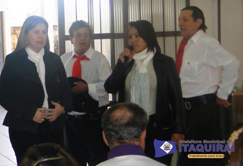 Secretária de assistência social de itaquiraí discursa durante a conferência regional dos direitos da pessoa idosa 1024x701