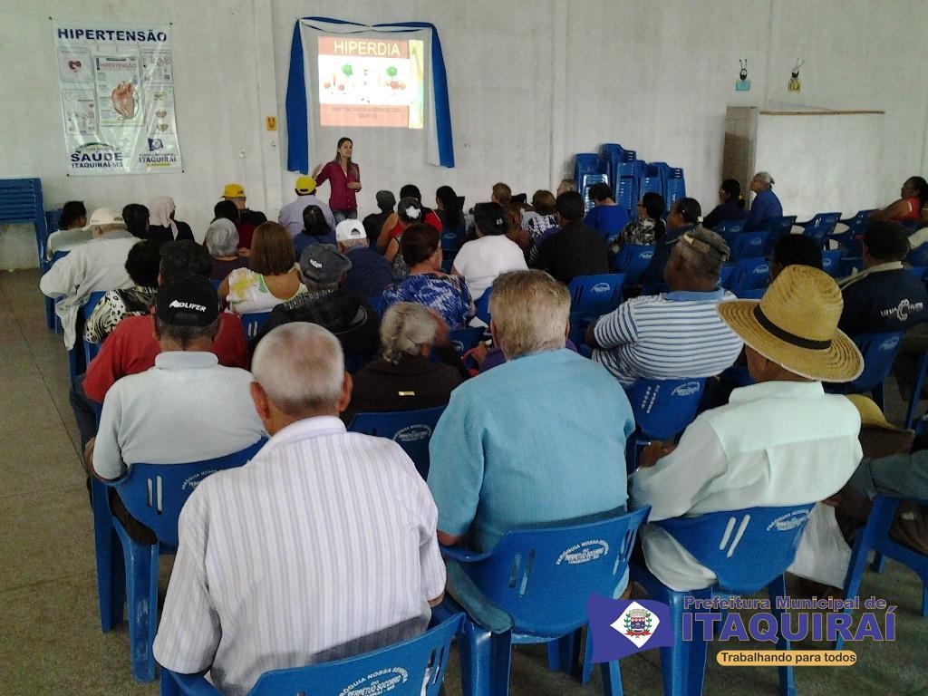 Momentos da palestra sobre hiperdia apresentado pela coordenadora do nasf silvia andrade