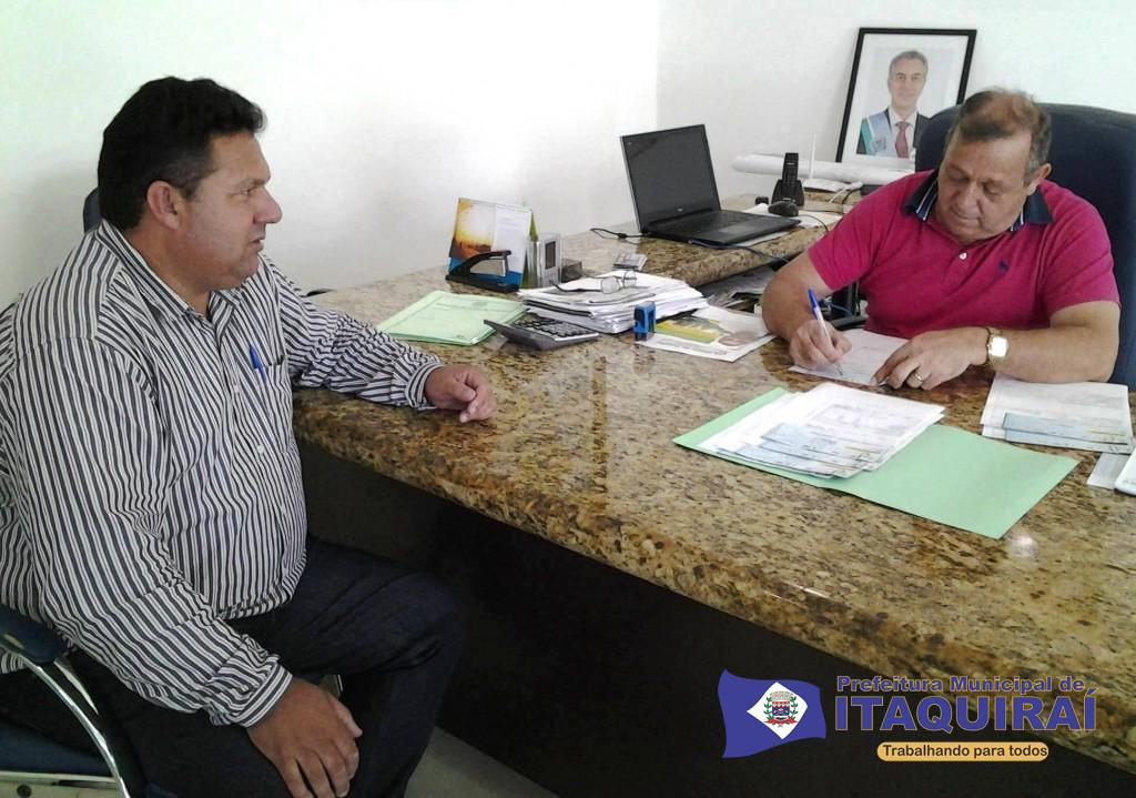 Ricardo fávaro assina ordem de pagamento para servidores 1024x719
