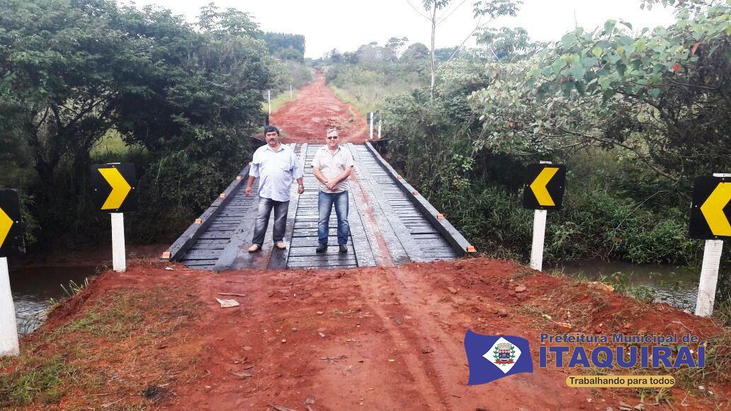 Prefeito e carlão entregaram ponte sobre o rio itaquiraizinho