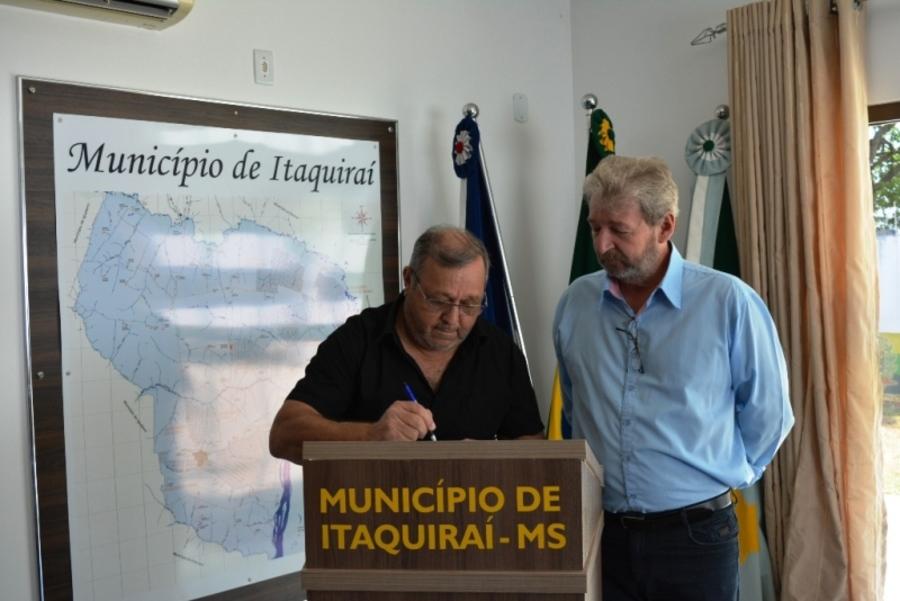 Center prefeito ricardo assina termo de posse de felipe kopper secret rio municipal de desenvolvimento econ mico